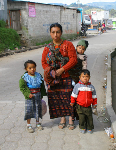 guatemala-502.2 Young family in Central Guatemala