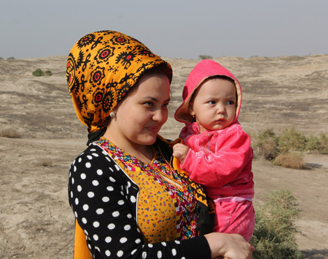 turkmenistan_60-mom-and-baby