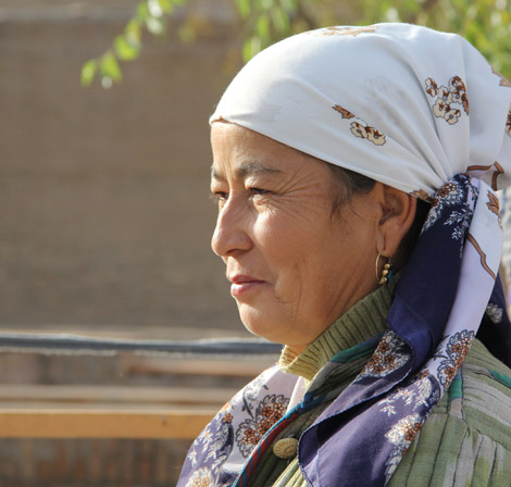 turkmenistan_83-woman-at-farm