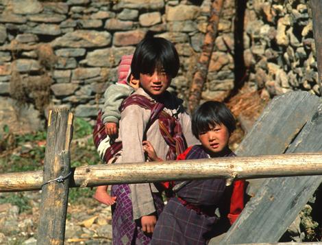 Bhutan_2GIRLSANDCHILD