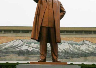 NorthKorea_041_statue_Great_Leader