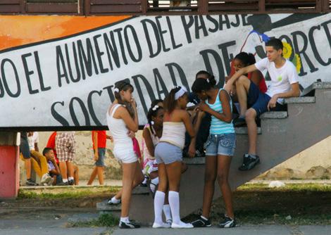 cuba-04-Young-Cubans-after-school