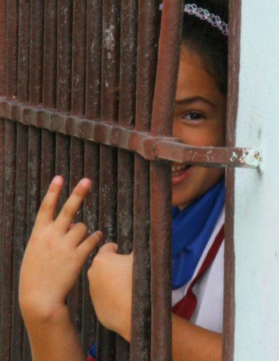cuba-05.1-Friendly-girl-in-Cienfuegos