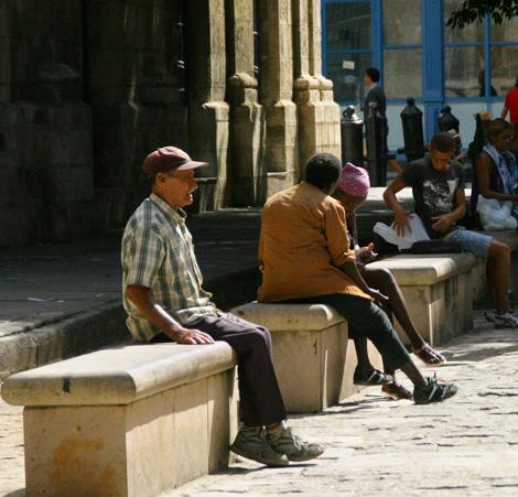 cuba-05.2-Enjoying-the-sunny-day-in-Havana