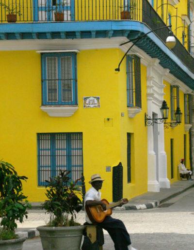 cuba-635-Solo-guitarist-in-Trinidad