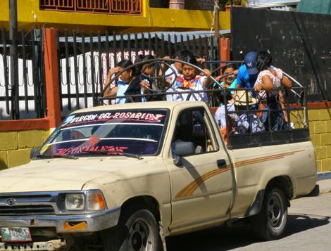 guatemala-396 Hold on