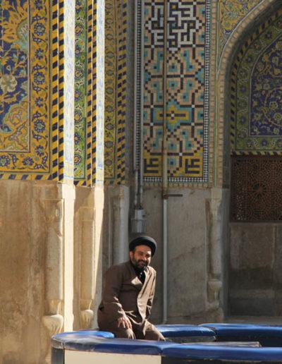 iran_005_MAN_SMILING