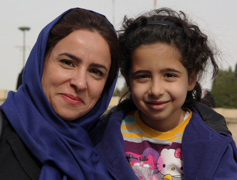 iran_937_MOM_GIRL