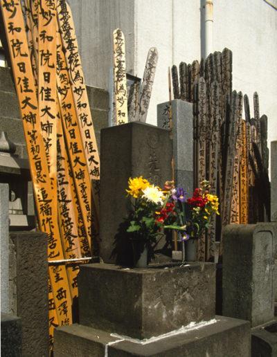 Japan_gravestones