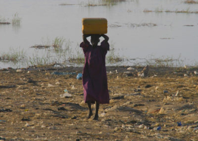 Mali_08_m_woman_carying