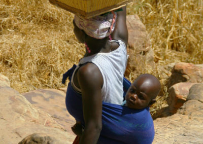 Mali_60_m_woman_and_child
