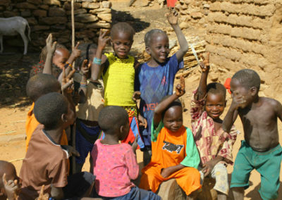 Mali_981_m_laughing_kids