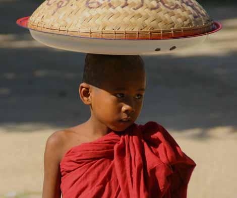Myanmar_007_boy_monk