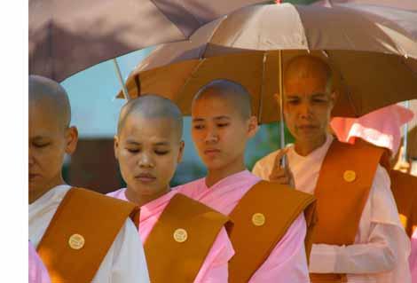 Myanmar_018_nuns