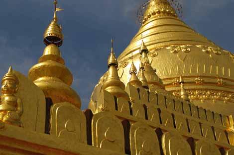 Myanmar_032_golden_pagoda