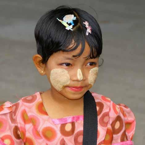 Myanmar_037_girl_thanakha