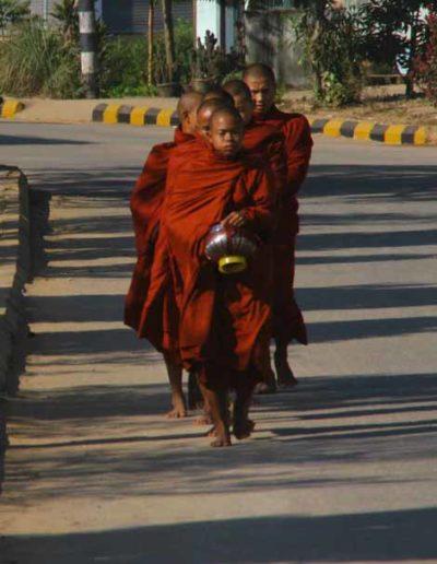 Myanmar_045_monks_walking