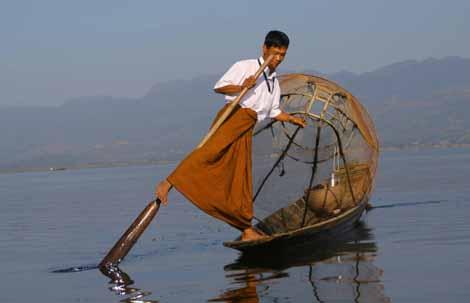 Myanmar_205_Zho_Zho_fishing
