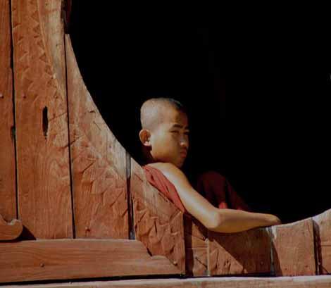 Myanmar_220_Monk_round_window_2