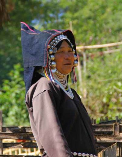 Myanmar_402_woman_with_cape