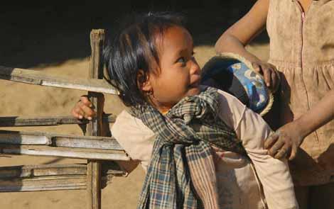 Myanmar_501_girl_with_baby
