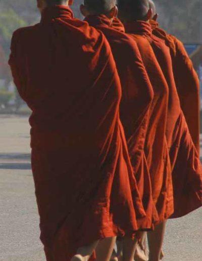 Myanmar_503_monks_walking