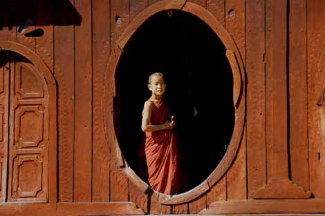 Myanmar_521_monk_in_window