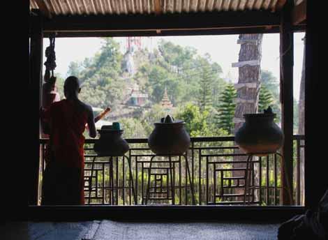 Myanmar_533_monk_cymbols
