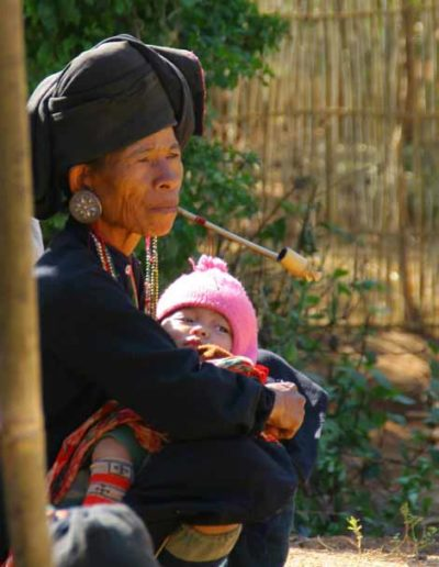 Myanmar_535_woman_with_pipe