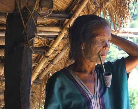 Myanmar_558_tattoo_woman_pipe