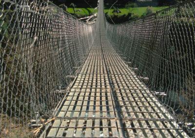 Nepal_bridge_on_trek