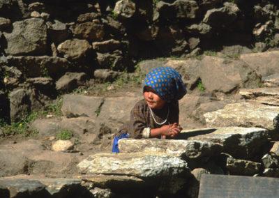 Nepal_girl_on_trek
