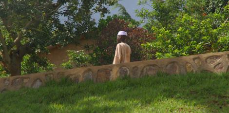 Rwanda_210_r_muslim_man_walking