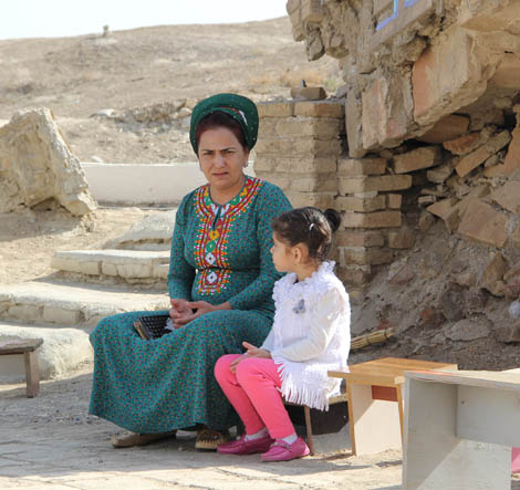 turkmenistan_16-mom-and-daughter