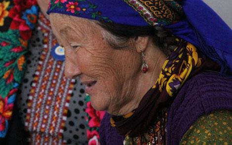 turkmenistan_24-woman-in-Ashgabat