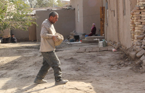 turkmenistan_25-working-hard