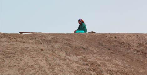 turkmenistan_40-praying-at-pilgrimage