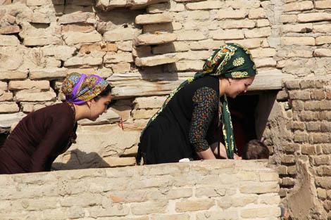 turkmenistan_42-pilgrimage-at-Amau-mosque
