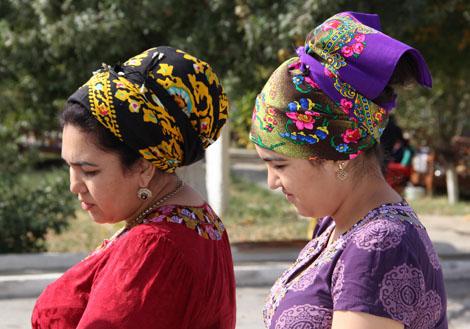turkmenistan_45.-beautiful-headscarves
