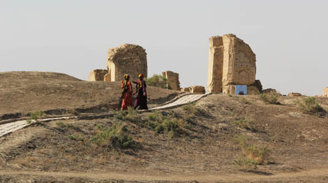 turkmenistan_46-pathway-at-pilgrimage