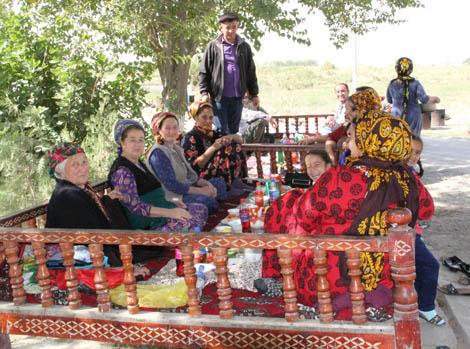 turkmenistan_47-family-feast