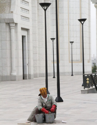 turkmenistan_5-woman-cleaning