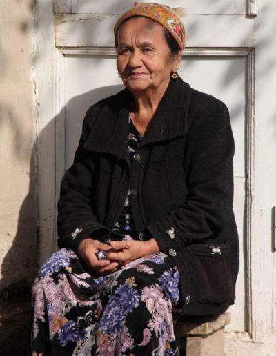 turkmenistan_968-woman-in-Ashgabat