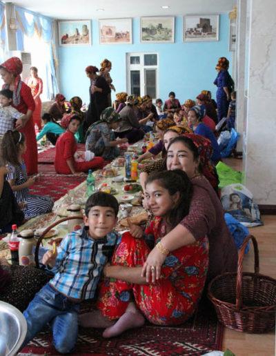 turkmenistan_972-family-feast