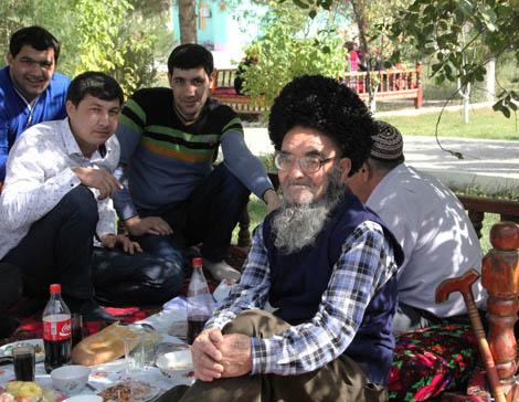 turkmenistan_991-the-mens-table