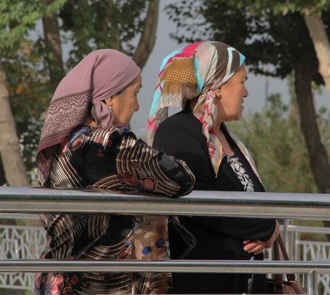 uzbekistan_160-women-in-Central-Turkmenistan