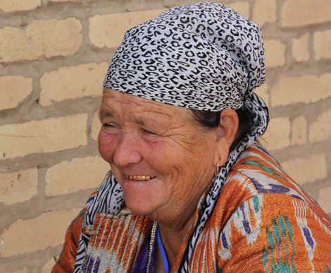 uzbekistan_980-WOMAN-IN-CENTRAL-Turkmenistan.